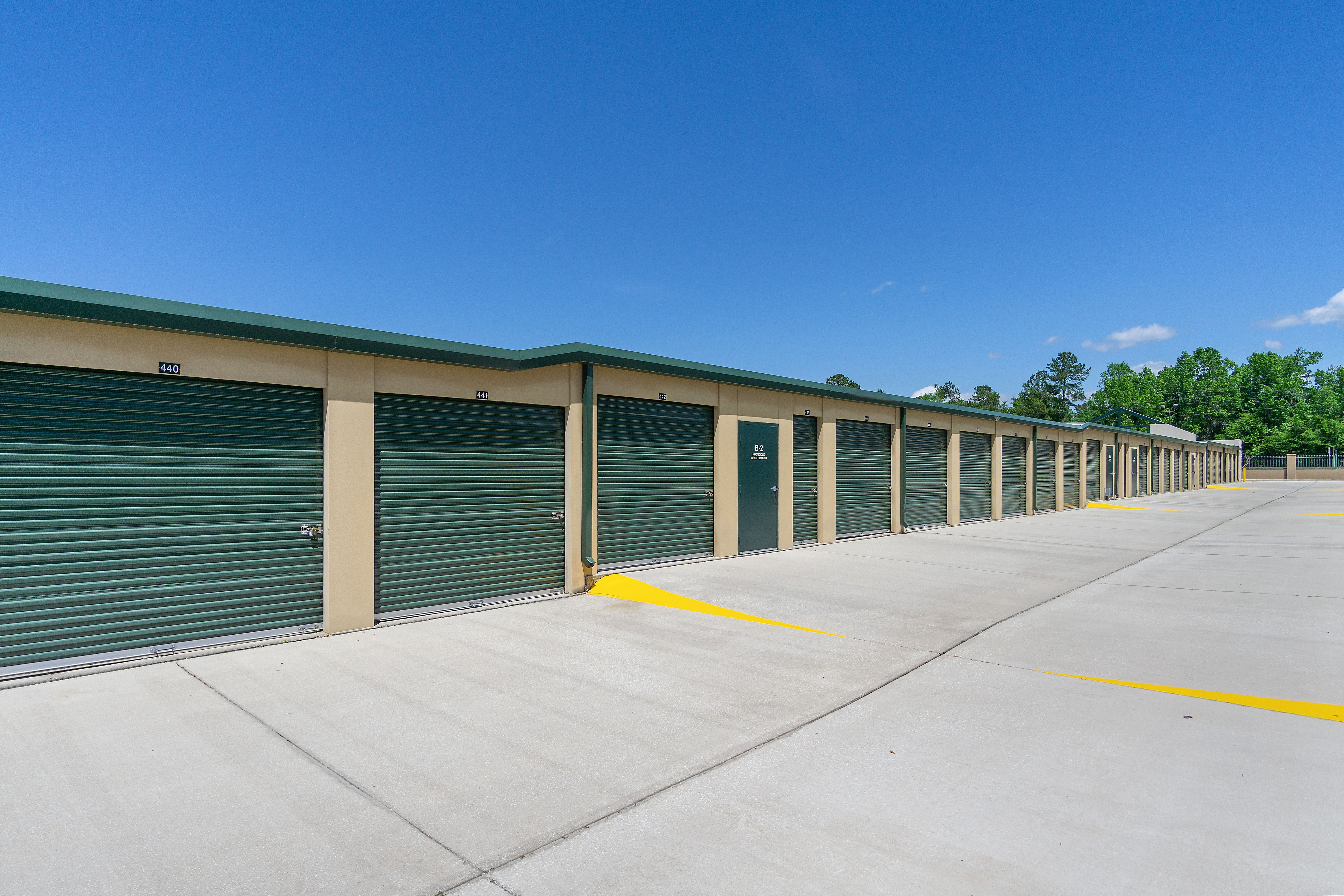 Drive up storage with wide aisles in Gainesville, FL
