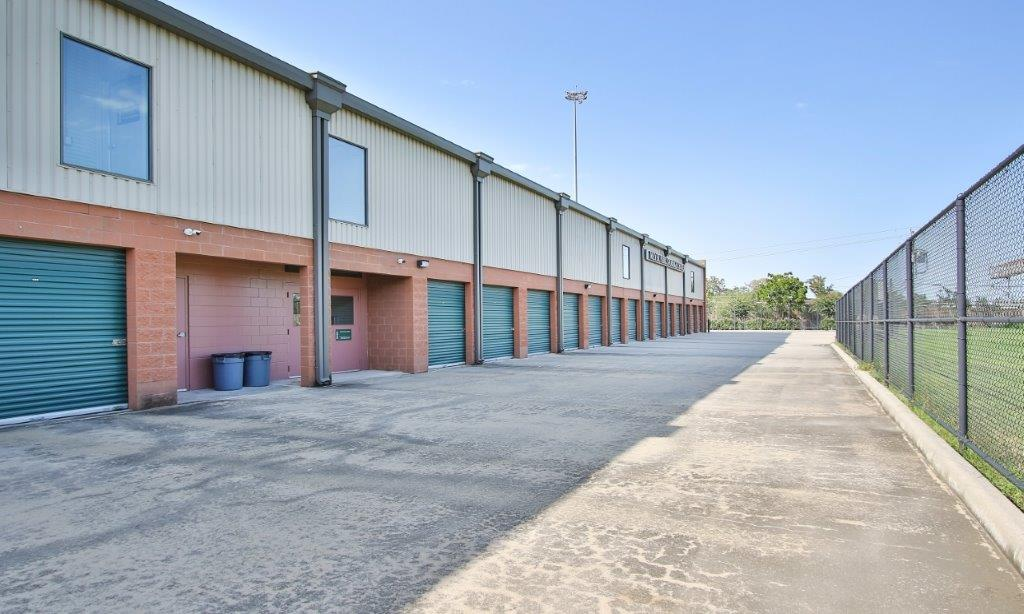 Drive up access stoarge units