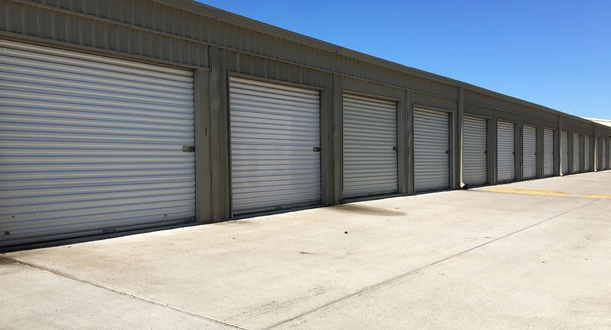 Outdoor storage with drive up access