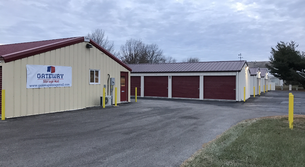 Storage unit buildings with exterior access