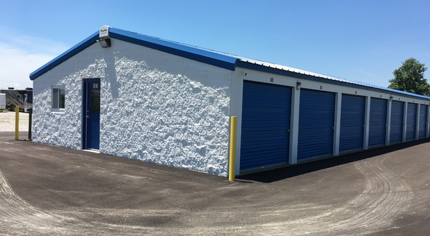 self storage building with exterior access units