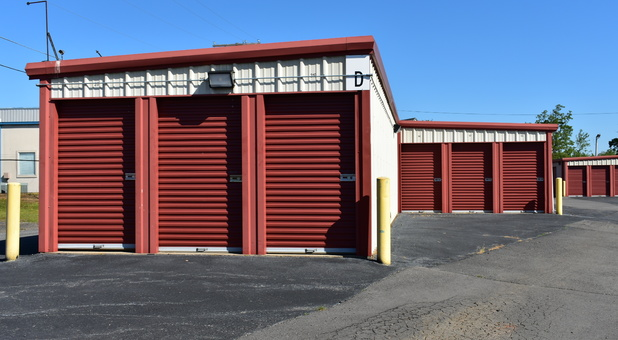 Drive-up self storage units in Cabot, AR