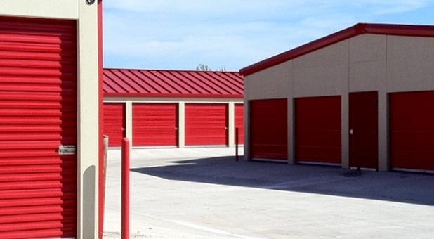Outside self storage units in Oklahoma City
