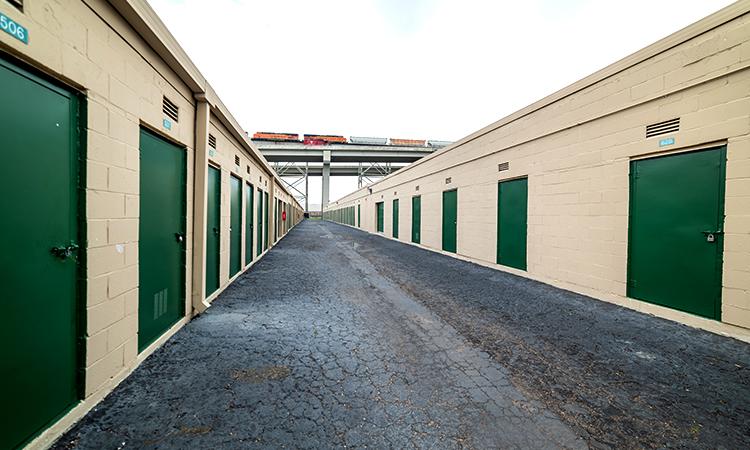 key-storage-river-road-exterior02