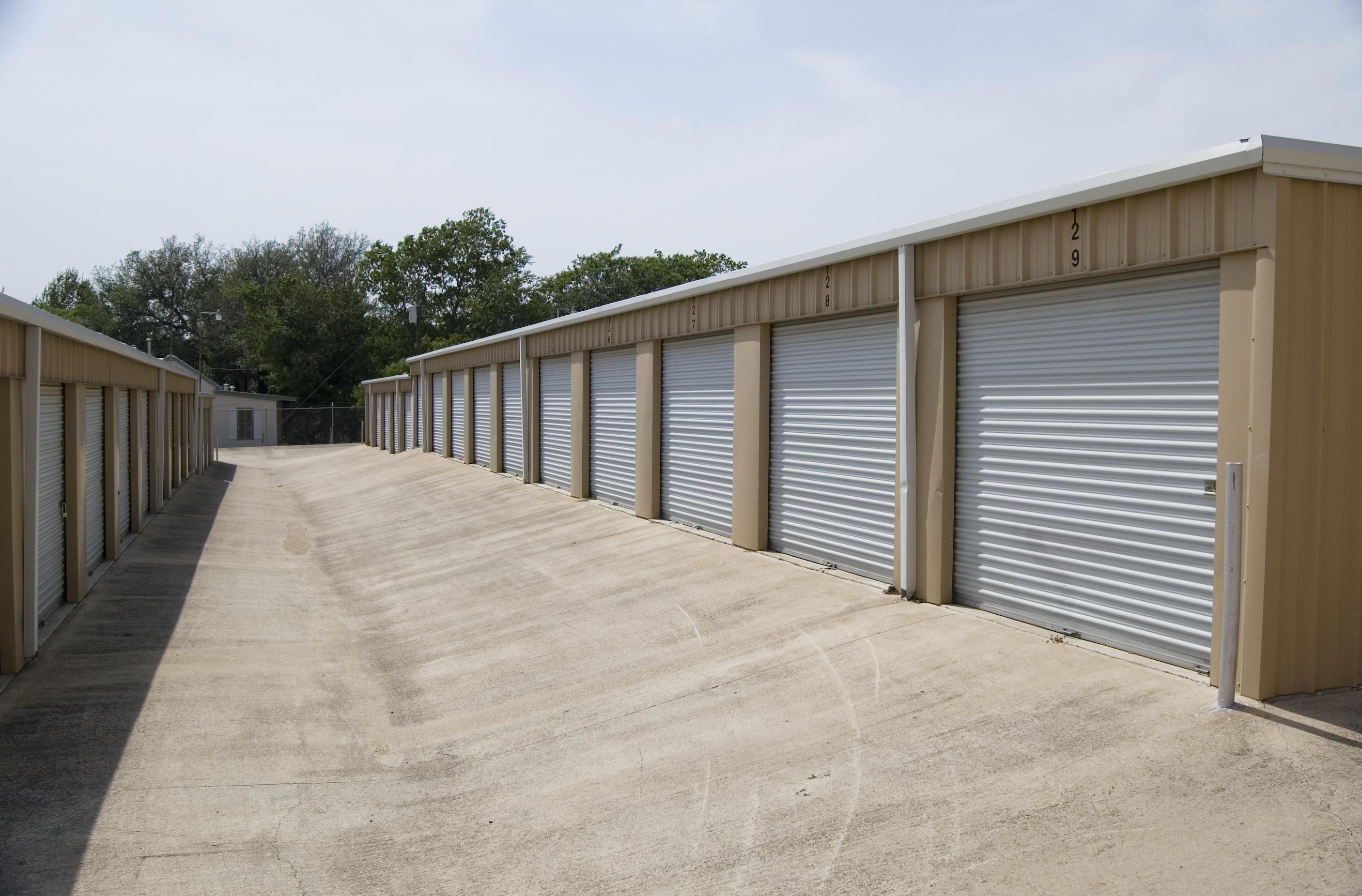 wide drive aisles fredricksburg, TX