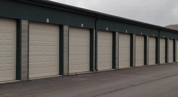 Row of self storage units in Lehi, Utah