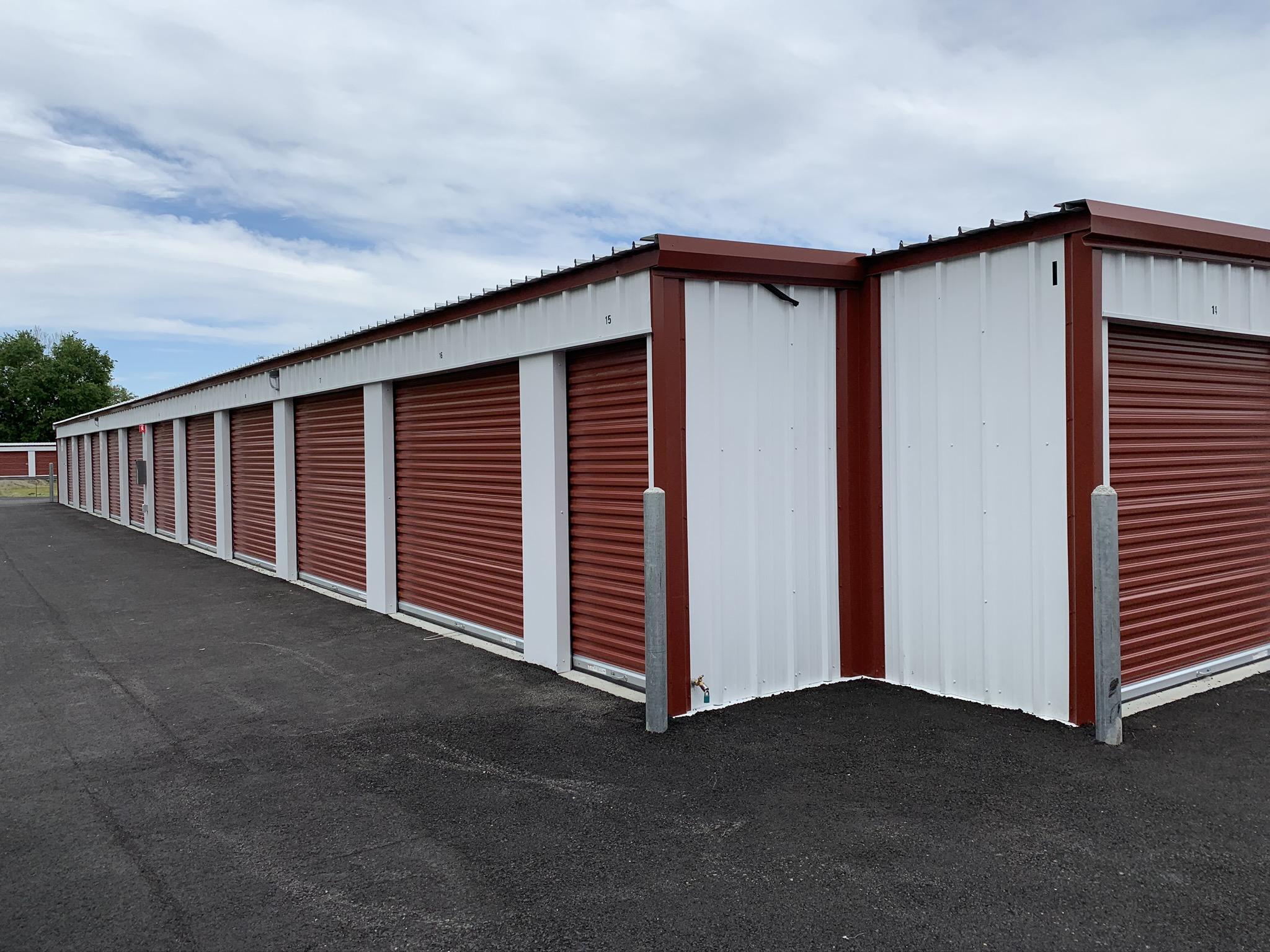 Storage units in Live Oak
