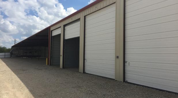 Large RV garage in Caddo Mills, TX