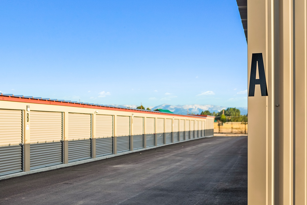 storage units with dirve up access doors