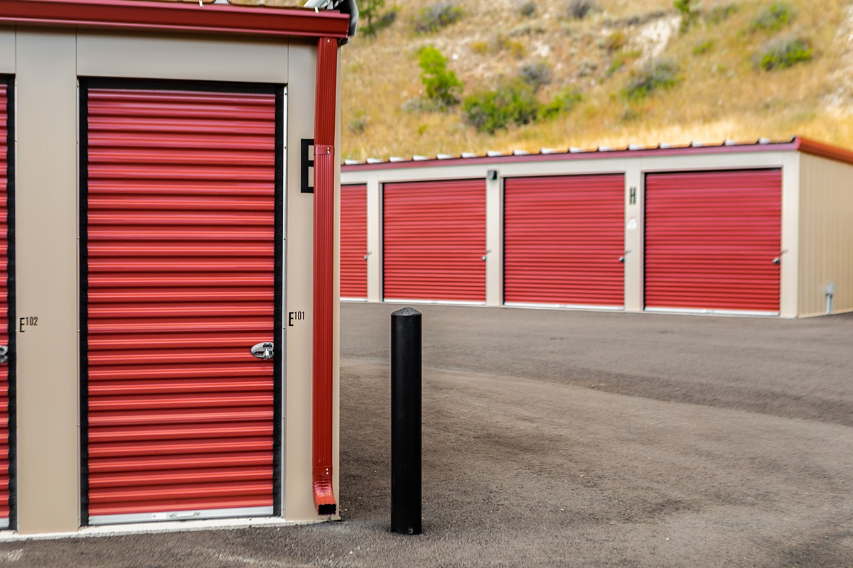 Storage units with exterior access