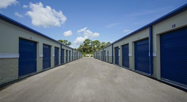wide drive aisles Port St. Lucie, FL