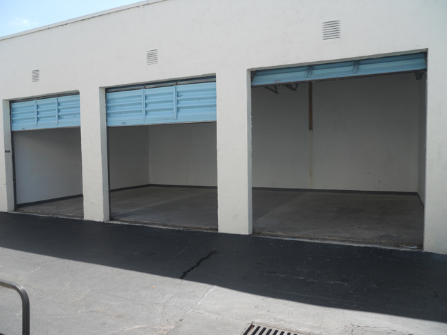 storage units with roll up doors Miami, FL
