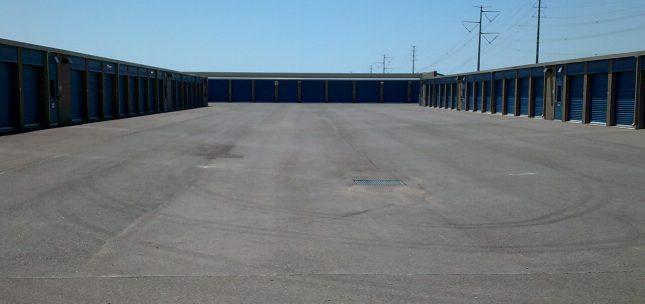 wide drive aisles, mesa az