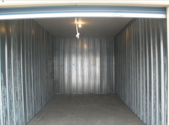large and lighted storage units Lincoln, NE