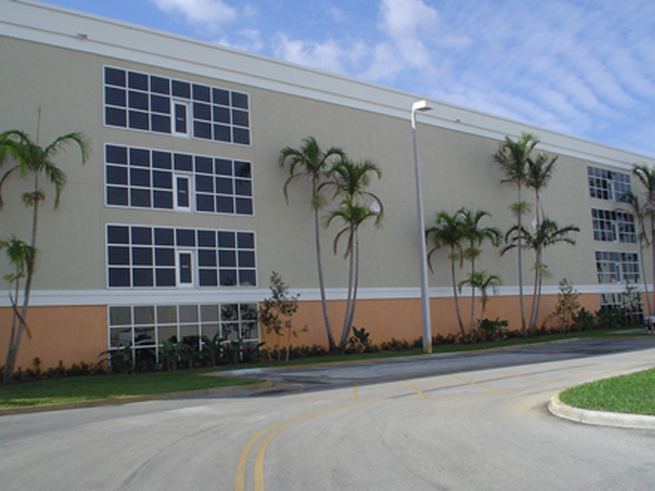 pembroke pines self storage, exterior of facility