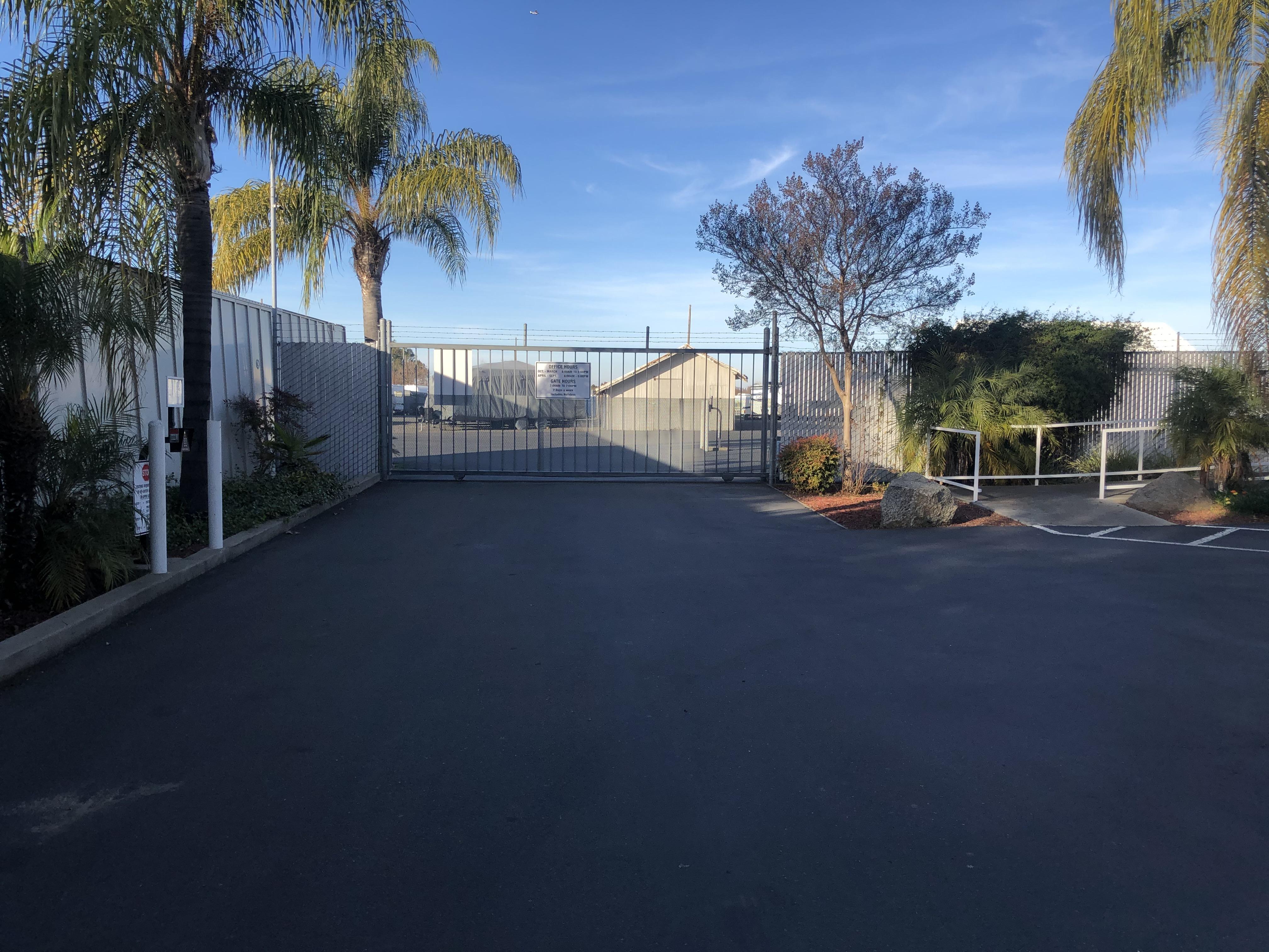 rv and vehicle parking and mini storage rio linda ca