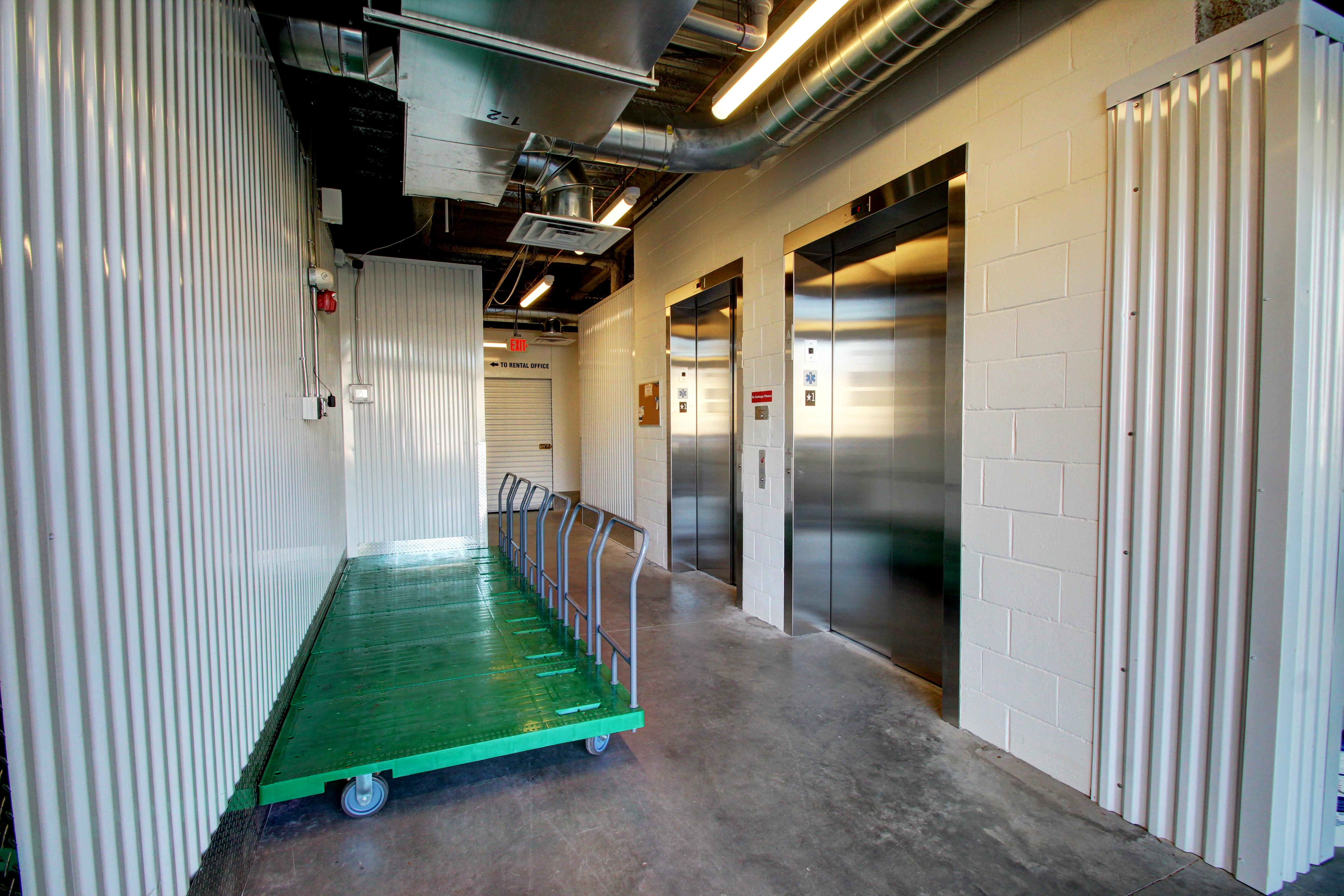 loading area (inside)