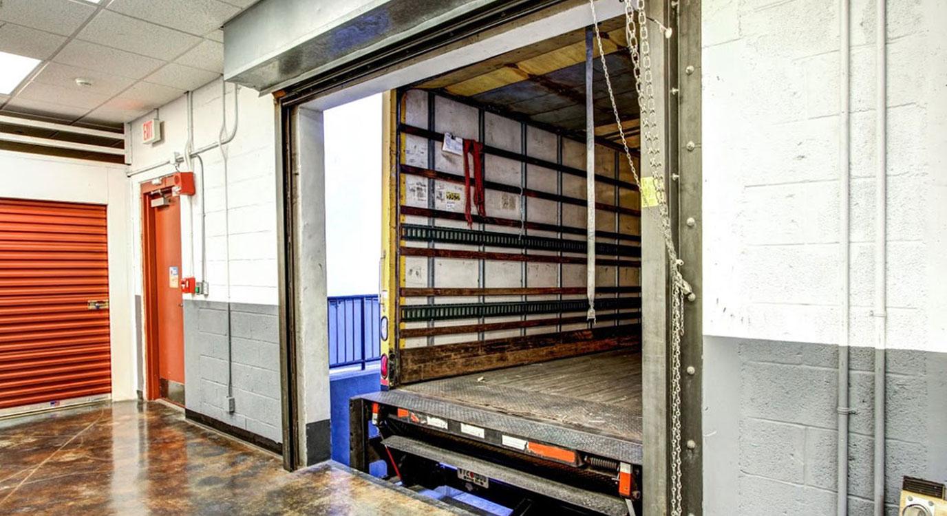 StorageMart - Almacenamiento Cerca De SW 7th St & 2nd Ave En Miami,Florida