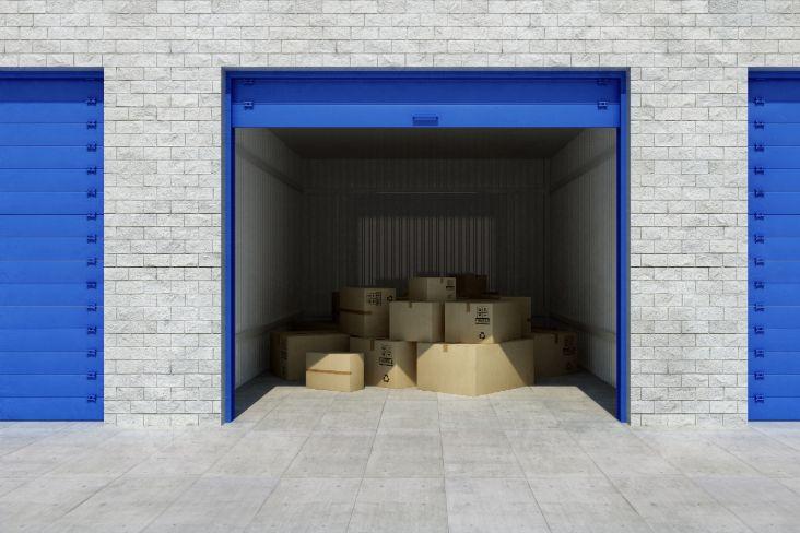 Boîtes de carton dans une unité de libre entreposage