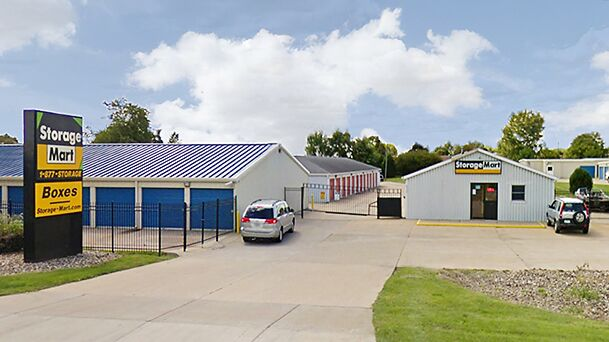 StorageMart - Self Storage Units Near Intersection of Northwest Blvd & Pine St In Davenport, IA