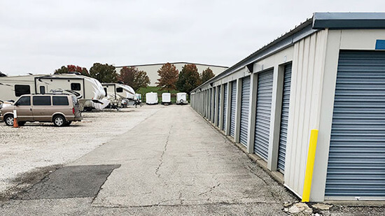 StorageMart Northeast Jones Industrial Drive, estacionamiento en coche