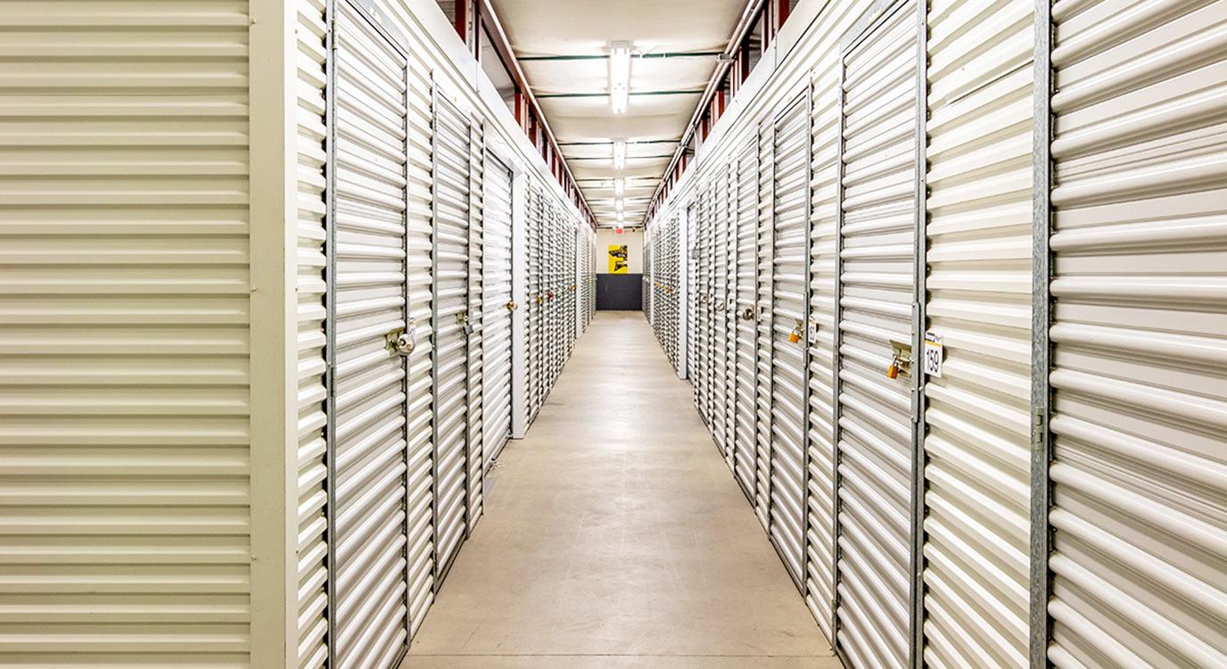 StorageMart - Almacenamiento Cerca De Douglas Ave, just east of 100th St En Urbandale,Iowa