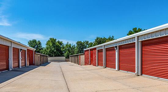 StorageMart Drive Up - Self Storage Units Near Hickman Rd & 68th St In Windsor Heights, IA