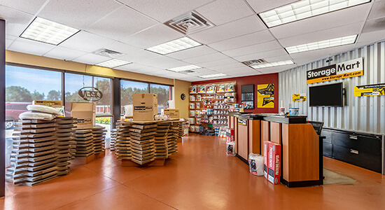 StorageMart - Almacenamiento Cerca De Hickman Rd & 68th St En Windsor Heights,Iowa