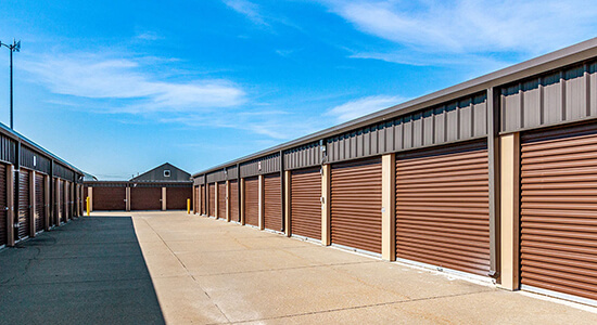 StorageMart Drive Up Units- Self Storage Near 13th & Railroad Ave in West Des Moines,Iowa