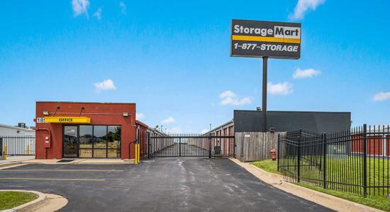 StorageMart - Almacenamiento Cerca De Miehe Dr & SE 19th St En Grimes,Iowa
