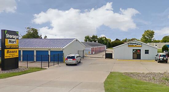 StorageMart - Self Storage Units Near Intersection of Northwest Blvd & Pine St In Davenport, IA