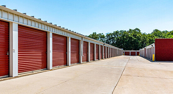 StorageMart Drive Up Units- Self Storage Units Near Center St & 65th St In Windsor Heights, IA