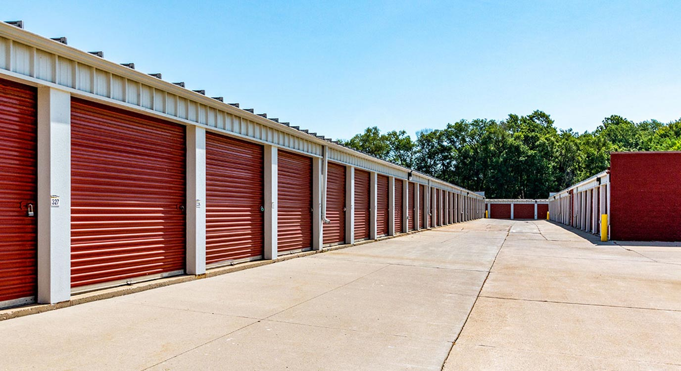 StorageMart - Self Storage Units Near Center St & 65th St In Windsor Heights, IA