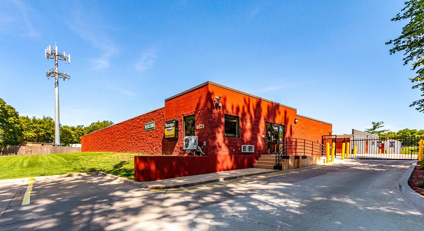StorageMart - Almacenamiento Cerca De Center St & 65th St En Windsor Heights,Iowa