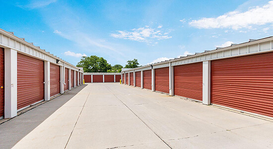 StorageMart Drive Up Units - Self Storage Units Near SE 14th St & Bell Ave In Des Moines, IA
