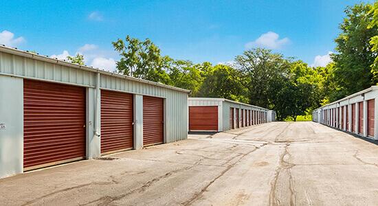 StorageMart Drive Up Units - Self Storage Units Near SW 63rd St & Vine In Des Moines, IA