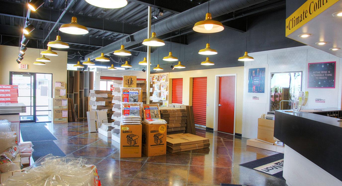 StorageMart - Almacenamiento Cerca De 76th & Wornall Road En Kansas City,Missouri