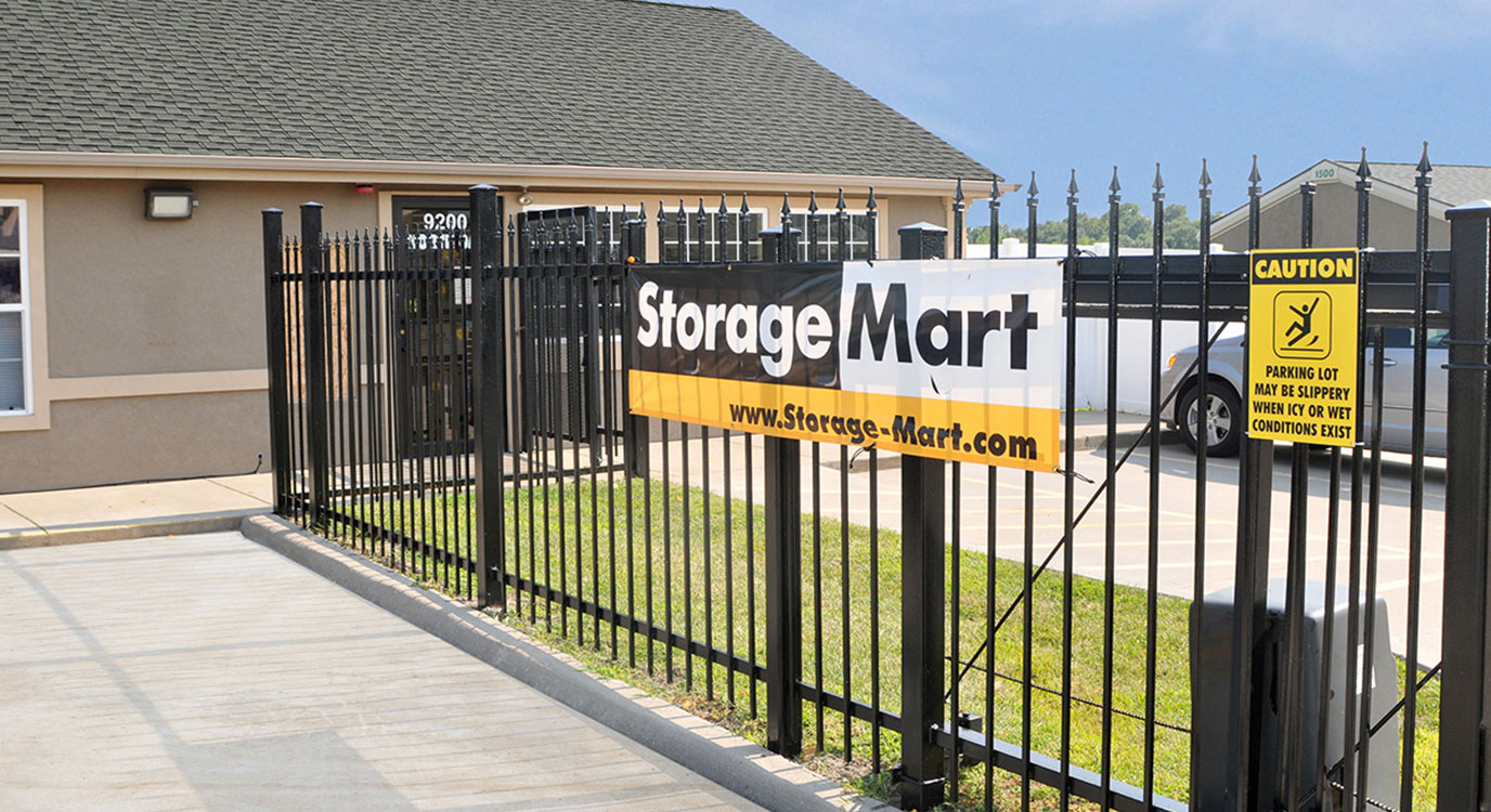 StorageMart - Almacenamiento Cerca De N Oak Tafficway & NE 93rd Street En Kansas City,Missouri