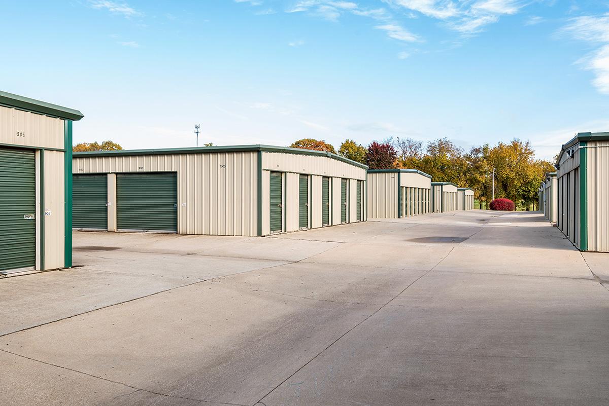 StorageMart - Almacenamiento Cerca De Holmes Road & E 137th Street En Kansas City,Missouri