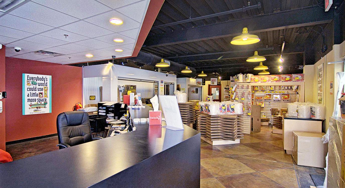 StorageMart - Almacenamiento Cerca De Rt 3 & Paterson Plank Rd En Secaucus, New Jersey