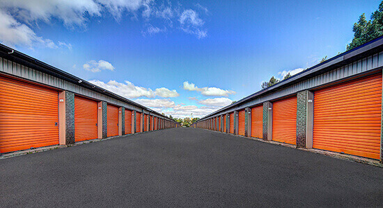 StorageMart Drive Up - Self Storage Units Near St. Martin Ouest Blvd in Laval, QC