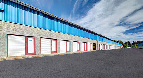 StorageMart drive up - Self Storage Units Near Rue Pascal Gagnon in Saint-Leonard, QC