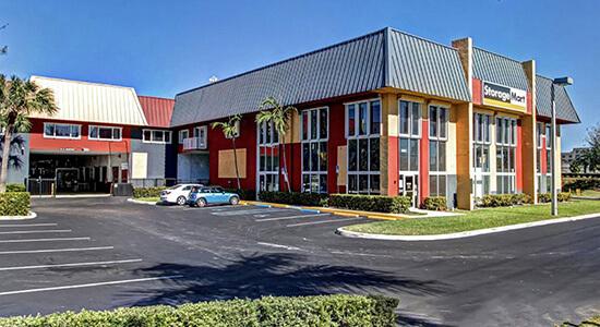 StorageMart - Almacenamiento Cerca De Griffin Rd & I-95 En Fort Lauderdale,Florida