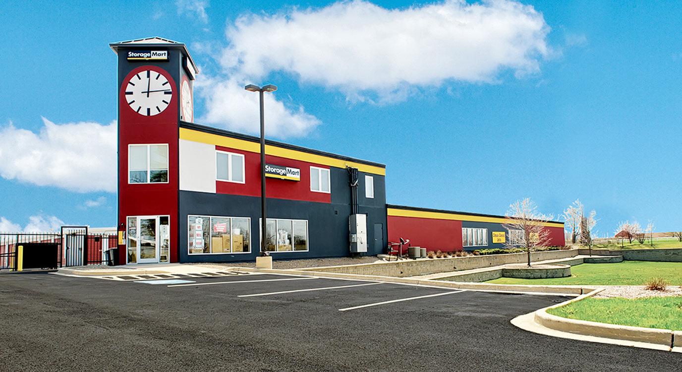 StorageMart - Self Storage Units Near Eola Rd & New York In Aurora, IL
