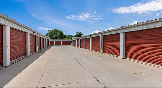 StorageMart drive up- Self Storage Units Near Army Post Rd & 19th St In Des Moines, IA