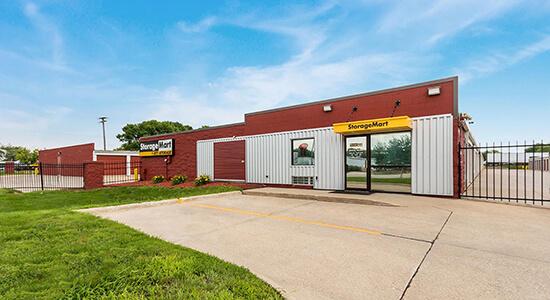 StorageMart - Almacenamiento Cerca De Martin Luther King Jr Pkwy & Urbandale Ave En Des Moines,Iowa