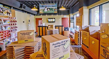StorageMart en E 8th St en Kansas City instalación de almacenamiento
