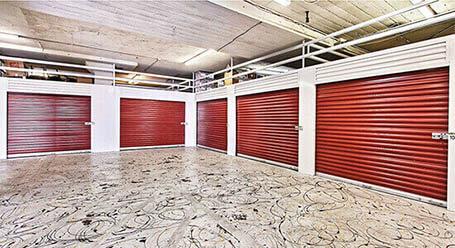 StorageMart en E 8th St en Kansas City Zonas de carga cubiertas
