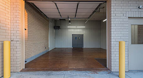 StorageMart en Harry Langdon Blvd en Council Bluffs Zonas de carga cubiertas
