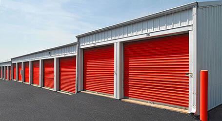 StorageMart en Highway 6 en Avon almacenamiento accesible en vehículo